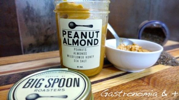 Salgadinha e cremosa, esta manteiga de amendoin e amêndoas deu um toque espcial na receita