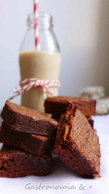 Brownie e cappuccino gelado para aliviar a tarde cinzenta!