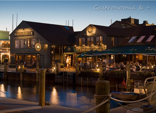 E o cair da noite encerra nosso dia em Newport...