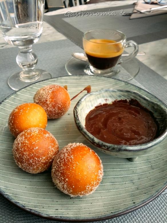 Donuts, chocolate e café = paraíso africano!
