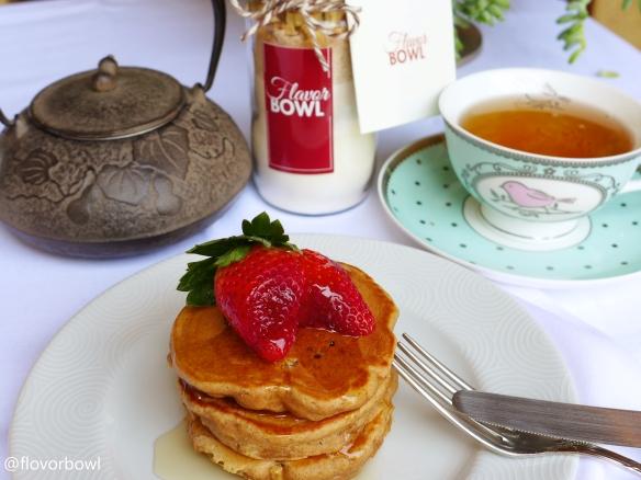 Panquecas Integrais de Maçã. Basta adicionar leite, ovo e manteiga e cozinhar.