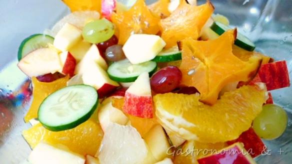 Utilize as frutas de que mais gostar. Mas o pepino não pode faltar!
