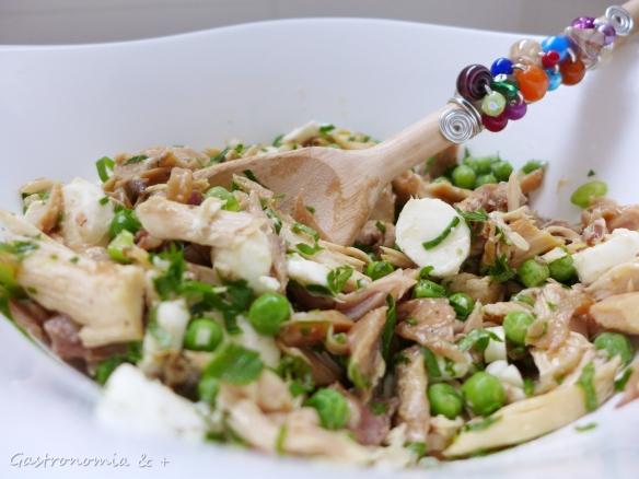 O recheio foi um frango assado do almoço de domingo. Nada mais delicioso. E o charme da colher de pau com os badulaques da @mel_baunilha