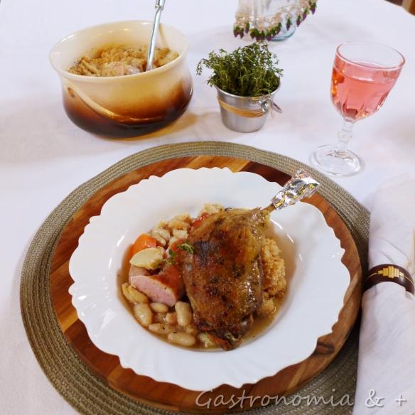 O prato principal com a panela mais que especial que veio de viagem cheia de cassoulet legítimo! ;)