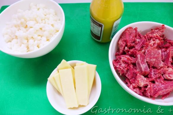 """Ingredientes baratos e muito fáceis de encontrar fizeram nossa festa junina um tiquinho mais """"gourmet""""! :)"""